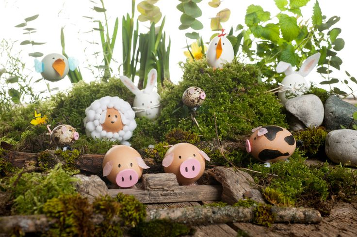 Make yourself these cute Easter egg animals as cute decoration for your home. All these cute animals are out of blown out egg shells and make an adorable Easter table decoration.