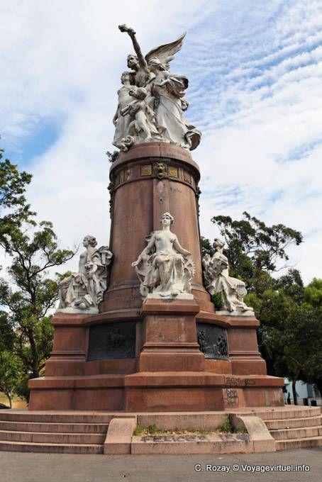 Monumento Francia a la Argentina, dado en 1910, Plaza Francia, Buenos Aires - Argentina