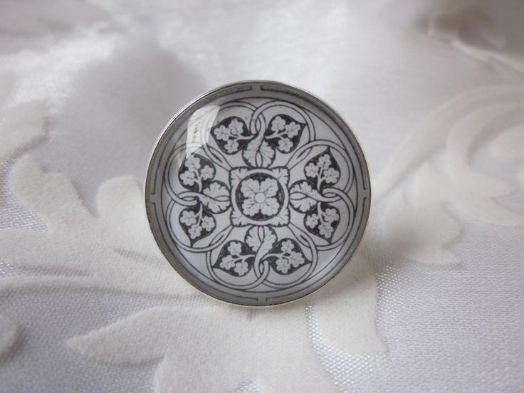 Ring mit foralem Motiv von Madame Floralie.