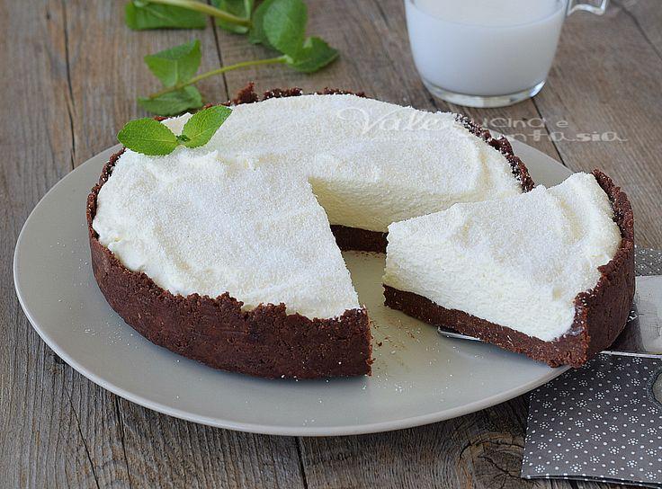 Torta fredda al cocco , fresca,profumata,dal gusto esotico e senza cottura, un dolce estivo per eccellenza, con una crema morbida che si scioglie in bocca.