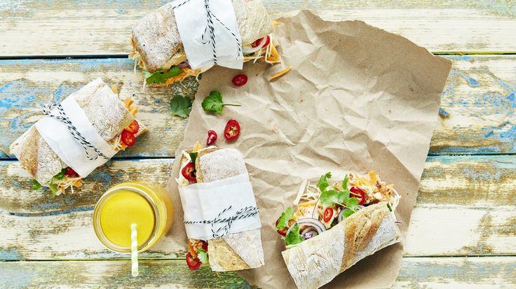 Simppeli versio Bánh mì-patongista. Suosittelen. Parasta pikaruokaa sitten avocadopastan.