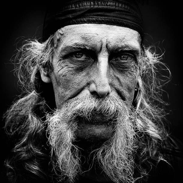 """""""Bikers"""", une superbe série de portraits du photographe françaisNicolas Auproux, basé à Paris, réalisée durant lefestival Free Wheels organisé par le"""