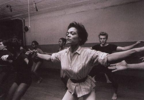 eartha kitt & james dean prenant un classe de danse