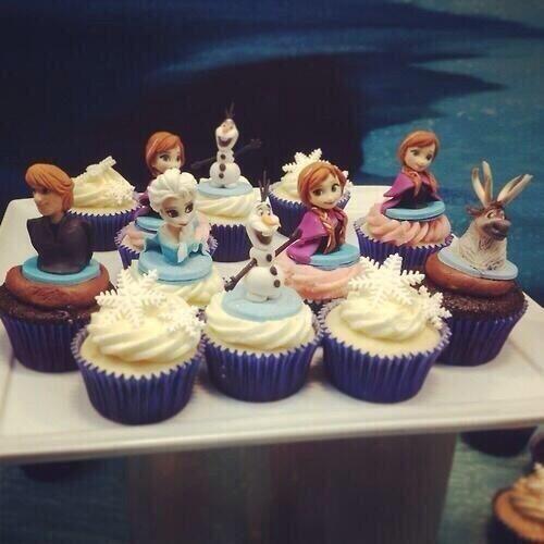 アナと雪の女王カップケーキ pic.twitter.com/4YzlfQM4bv