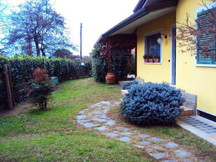 #Villa #vendita #Massa #giardino 400 mq A81