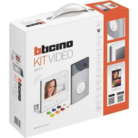 Bticino interphone vidéo couleur X13E transfert sur smartphone et contrôle d'accès, avec grand écran tactile. Pour répondre à l'interphone depuis le jardin ou n'importe ou sur votre téléphone portable. Vous pouvez voir le correspondant et ouvrir le portail à distance.