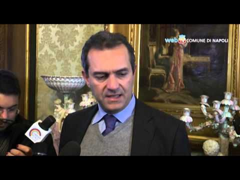 Napoli, Charlie Hebdo: a palazzo san Giacomo spunta la bandiera della Francia – VIDEO | Report Campania