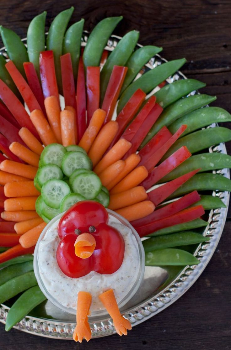 You kids will giggle with delight at this Thanksgiving turkey veggie tray, and it's an easy way to get them excited about eating vegetables!