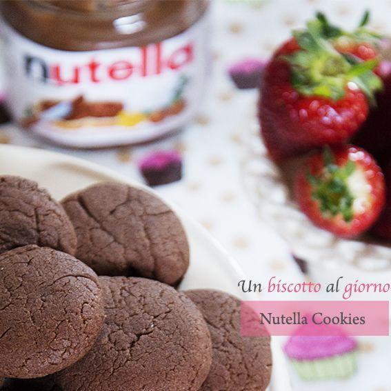 Biscotti  alla Nutella                                    ...solo 3 ingredienti: farina nutella e 1 uovo!       - un biscotto al giorno -