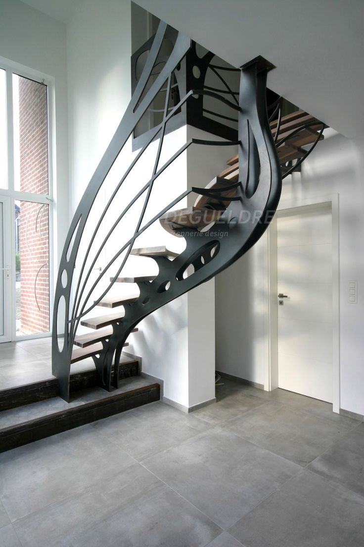 WOW! That is some sweet iron artwork in the form of stairs ...