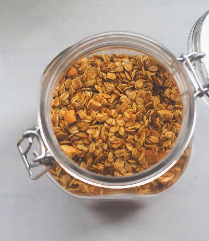 Rezept für Crunchy-Kokos-Cashew-Knuspermüsli von moeyskitchen.com