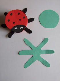 Joaninha feita de papel dobrado.   Você vai precisar de:  papel vermelho e preto construção  marcador preto  lápis  tesoura  col...