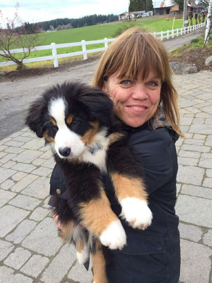 Amy roloff with her new dog little people big world for Does zach roloff s baby have dwarfism