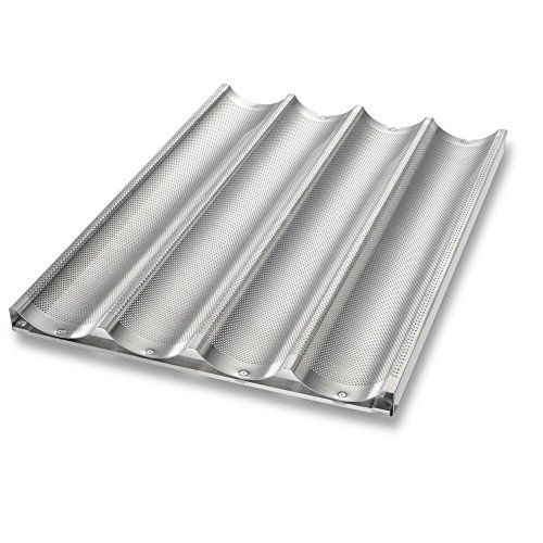 Uni-Lock™ bakeware from Chicago Metallic uses a patented locking method that creates a connection between the frame and panel without using welding or fasteners. The 16 gauge aluminum construction makes this the right pan for professional kitchens. You will always get evenly browned, crispy... - http://kitchen-dining.bestselleroutlet.net/product-review-for-chicago-metallic-49034-uni-lock-perforated-4-mold-baguette-pan/