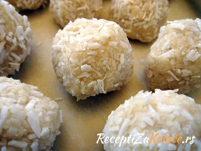 Kuglice sa belom cokoladom i kokosom http://www.receptizakolace.rs/kolaci-recepti/sitni-kolaci-recepti/193-kuglice-sa-belom-cokoladom-i-kokosom