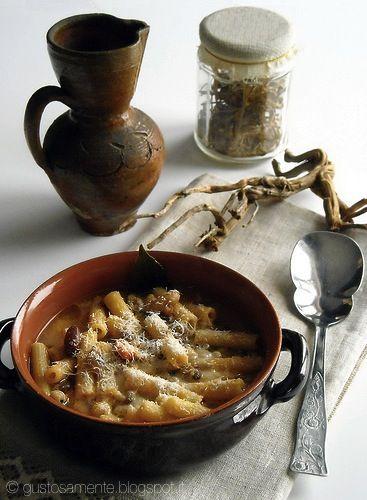 Soup with pasta, legumes and wild fennel | http://gustosamente.blogspot.it/2009/01/minestra-di-pasta-e-legumi-profumata-al.html