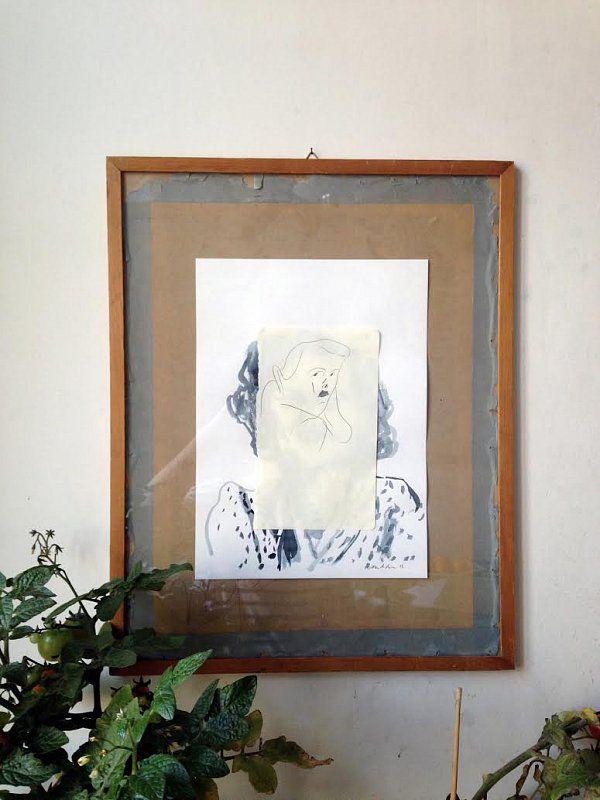 Teknikk: Blyant og blekk Format: 13cm x 21cm/ 24cm x 33cm/ 38cm x 50cmPris:3000,- Artist: Mari Kanstad Johnsen arbeider som frilans-illustratør i Oslo. Tegner mye portretter på reise. Veldig glad i Sør-Europeiske kirkegårder med portretter på gravene. Om du ønkser å kjøpe bilder, ta kontakt på post@emptyframe.org