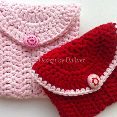 purse in cotton yarn Pincha aqui: http://www.designbydalkaer.blogspot.dk/2012/07/opskrift-til-minitasken.html