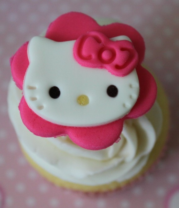 Best 25 hello kitty cupcakes ideas on pinterest kitty for Hello kitty cupcake topper template