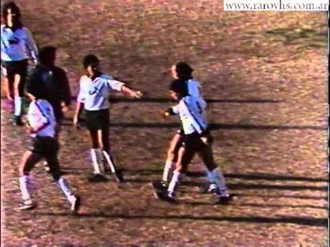 """""""Δεν είμαι εγώ ο κορυφαίος ποδοσφαιριστής. Ο κορυφαίος ποδοσφαιριστής αγωνίστηκε στη Ροσάριο και το όνομα του είναι Κάρλοβιτς""""   Αυτή ήταν η ακριβής απάντηση του Ντιέγκο Μαραντόνα το 1993 - όταν έφτασε στη Νιουέλς Όλντ Μπόις - σε ερώτηση δημοσιογράφου για ..."""