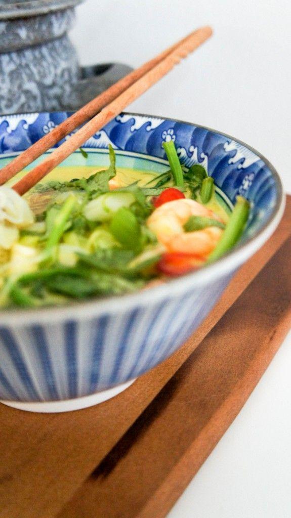 Super snelle Thaise noedelsoep met garnalen - Little Spoon