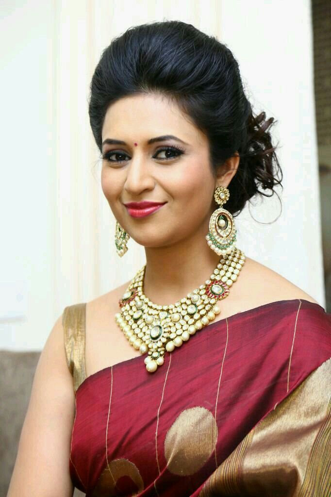 Divyanka Tripathi Saree Hairstyles Indian Bridal Hairstyles Indian Bun Hairstyles