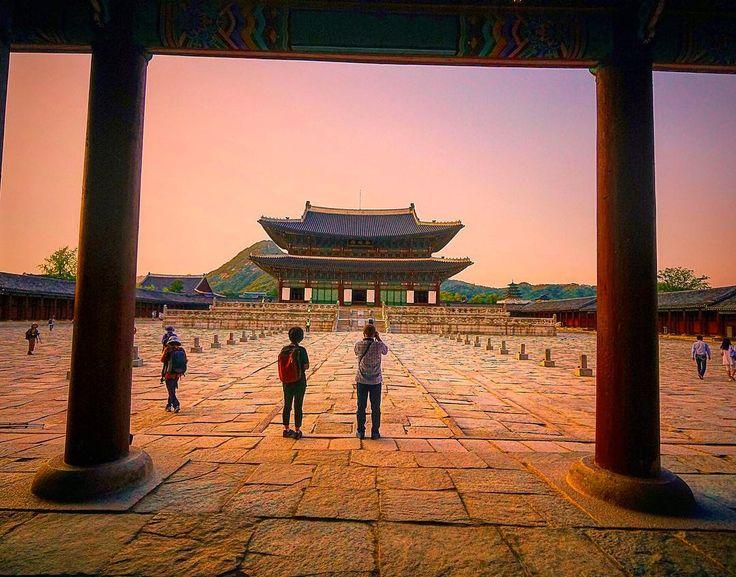 카메라버전 - 경복궁 야간개장  #카메라ver #daltver #일상 #landscape #풍경  #scenery  #daily #travel #여행 #서울 #seoul #nature #자연 #경복궁 #야간개장 #궁 #korea #한국 #koreastyle #sunset #snap #스냅 #palace #royalpalace #고궁 #출사 #photography #time by june_pic
