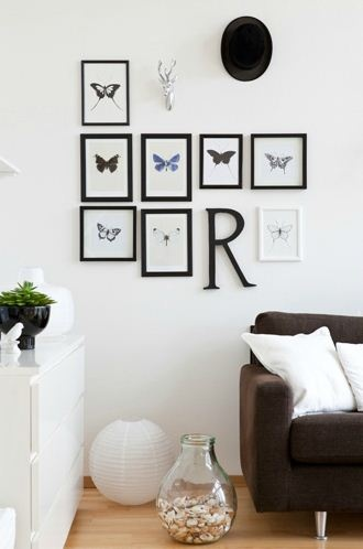 Black frames, white room!
