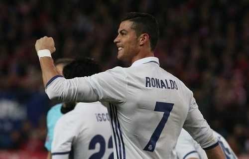 Sesenta caricaturas y cien portadas de prensa homenajean a Ronaldo en Oporto