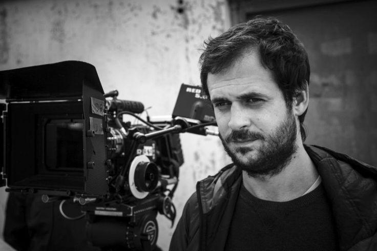 """Grzegorz Jaroszuk to reżyser filmu """"Kebab i Horoskop"""". Twórca niekonwencjonalny, ale trafiający w samo sedno. Cały wywiad dostępny pod linkiem: http://warszawa.naszemiasto.pl/artykul/grzegorz-jaroszuk-horoskopy-to-metafizyka-dla-ubogich,3290671,artgal,t,id,tm.html Film """"Kebab i Horoskop"""" miał premierę w tym samym dniu co """"Pięćdziesiąt twarzy Greya"""". """"Kebaba..."""" polecamy Wam milion razy bardziej"""
