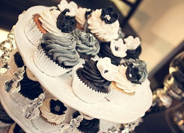 I love black and white cupcakes! #cupcakes