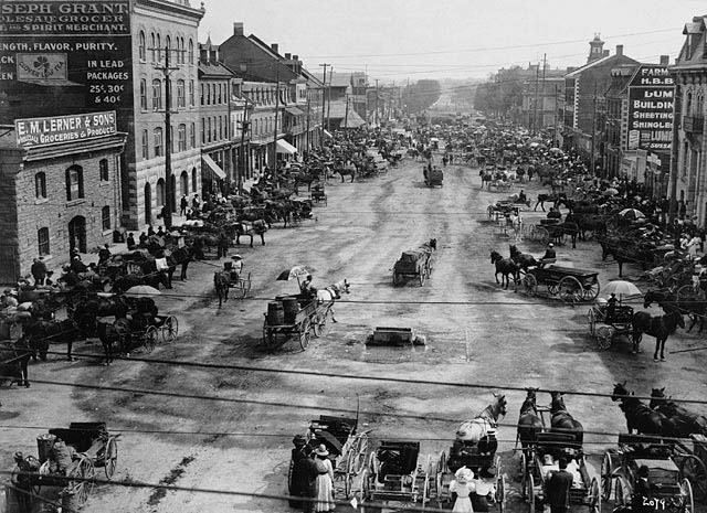 Here is York Street in the Byward Market circa 1911.