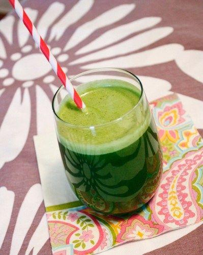 Sucurile de fructe si smoothies sunt extraordinare pentru sanatate. Dar amestecurile de sucuri de fructe si/sau legume + verdeturi sunt adevarate elixire. Ele contin cantitati mari de fibre, vitami...