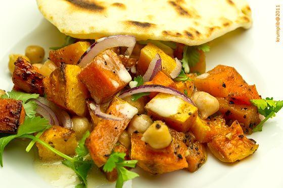Sütőtökös csicseriborsó saláta tahinivel - kép: Krumpli Béla A Casa Moro szakácskönyvből az egyik kedvenc receptem. Rengeteg, különböző karakteres íz ötvöződik ebben a színes ételben, a végeredmény pedig egy harmonikus, különleges kombináció. Előételként…
