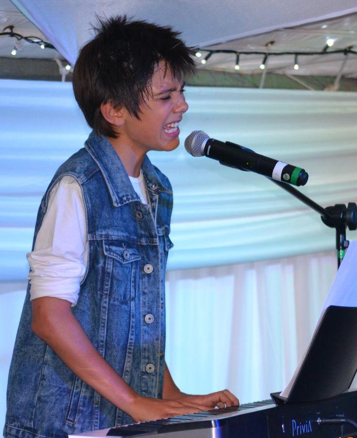 Henno William performing live at the Jakaranda Light Festival