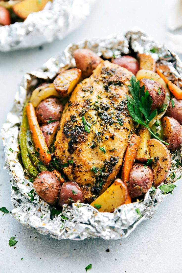 Simple, easy, healthy, and little clean-up: Tin Foil Italian Chicken and Veggies! recipe from chelseasmessyapron.com