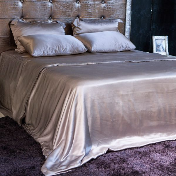 Shop king size silver silk sheet sets which are made of 100% natural mulberry silk. Our silk bed linens are unrivaled in quality.