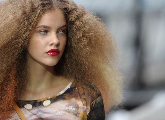 sulphate free shampoos prevents frizzy hair. #hairshampoodisease #hairshampoocommercial #hairshampoomassage #hairshampoohomemade #hairshampoosideeffects #arganrain #arganrain #arganrainhairshampoo #arganrainbesthairshampoo #howtoshampoo #shampoonaturalhair #naturalshampoo #bestshampoo