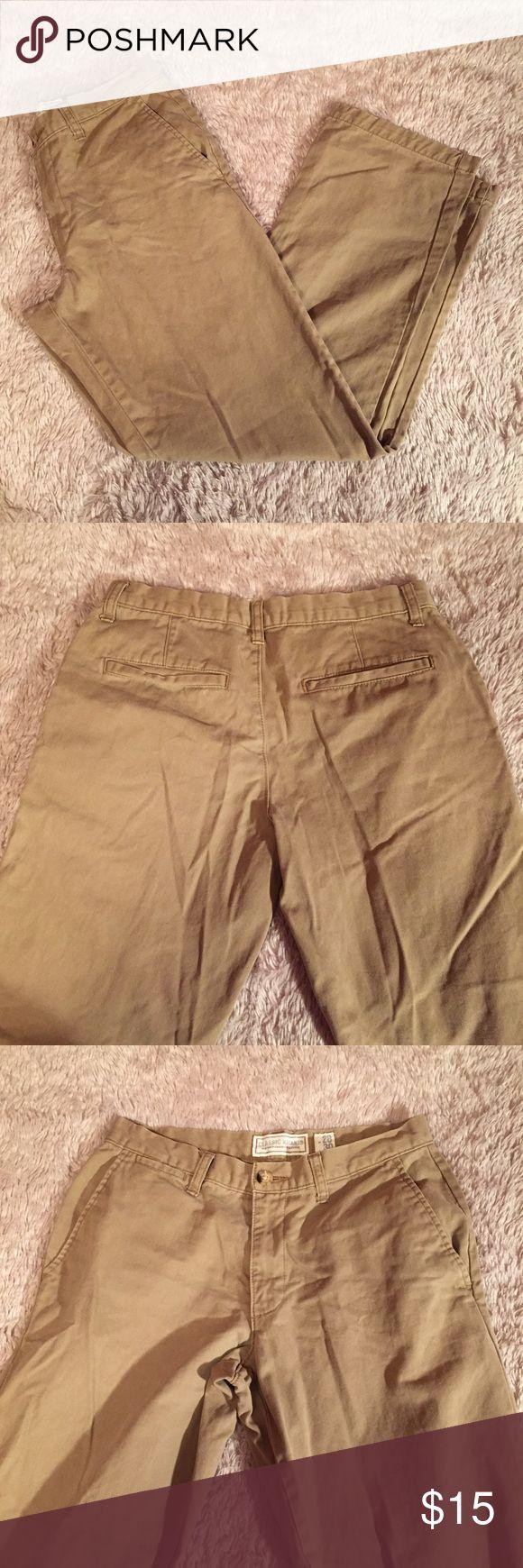 "Men's khaki pants Mens khaki pants from Old Navy. ""classic khaki"" style, size 28x30. Good used condition Old Navy Pants Chinos & Khakis"