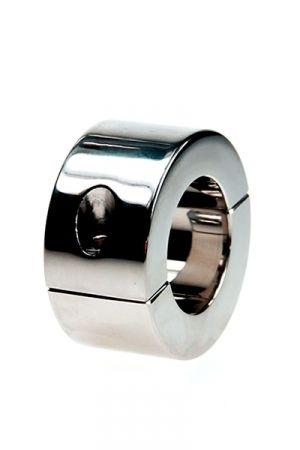 Ball Stretcher Acier 428 grammes Caractéristiques : - Etirement des bourses - Matière : acier inoxydable lisse - Epaisseur du cylindre : 10 mm - Hauteur du cylindre : 56 mm - Diamètre intérieur du cylindre :     • Taille S : 35 mm     • Taille L : 40 mm - Fourni avec une clé à alenn - Poids : 428 grammes