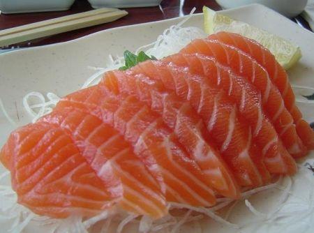 Sashimi de Salmão adoro  posso comer   todo  que  nao enjoo