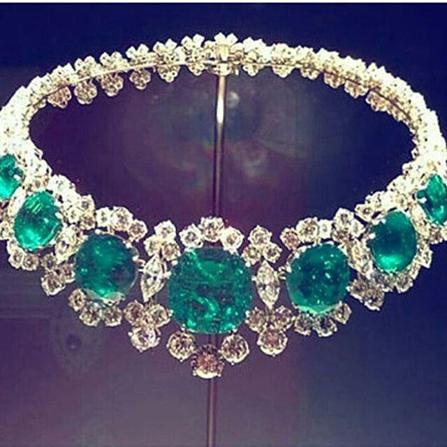 Repost @civetta_rossa Ertankayitken. Astonishing beauty emerald and diamond bracelet. Splendid jewel. Precious stones. Marvellous colour. Exclusive jewellery. #sultanesquejewel