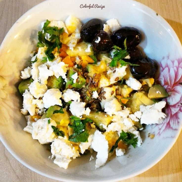 #paleo #breakfastsalad 1/2 #avocado 1 #egg 1 tbs #wheycheese or #ricotta or #curdcheese #flaxseed #cumin #olives #thebrainmaker #lowcarb #healthycarbs #healthyfats #tasdevridiyeti #kahvaltisalatasi #sahur #sagliklikarbonhidrat #saglikliyaglar #avokado #yumurta #ketentohumu tatlandirmak ve sindirim sistemi icin #kimyon #lorpeyniri #dusukkarbonhidrat