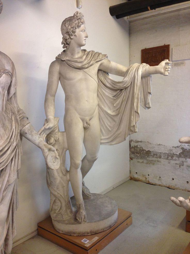 Apollon Belvedere.  Græsk, klassisk ca. 330 fvt.  [Romersk kopi]