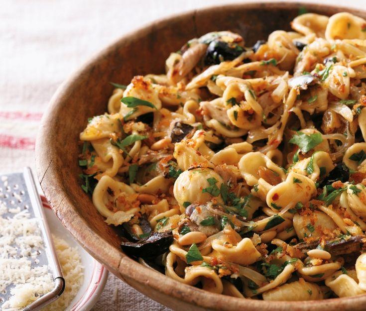 Η συνταγή της ημέρας: Orecchiette με φινόκιο, ελιές και τρίμματα ψωμιού