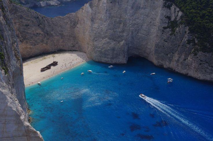 """だめとれ@今年最後の海外かな?さんのツイート: """"「紅の豚」ポルコロッソの隠れ家のモデルはギリシャ、ザキントス島のシップレックビーチ。現実のこちらには、隠れ家のかわりに沈没船が打ち上げられています。そんなビーチに行くには、上からは直接行けず、全く違う場所から船で30分かけないと行けないというドラクエ的要素もあったりします。 https://t.co/B4RijHejjE"""""""