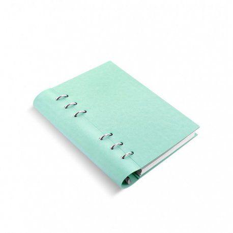 Met zijn slimme constructie en begin selectie van diverse notitiebladen, ongedateerde dagboek en planner zal Clipbook revolutioneren hoe u een notebook gebruikt. Het heeft een soepel, tactiel kaft met gestructureerde lederen look en kan plat of teruggevouwen worden in tegenstelling tot gebonden notitieboekjes. Open de ringen door de deksels uit elkaar te trekken. Plak je pen op de ruggengraat.