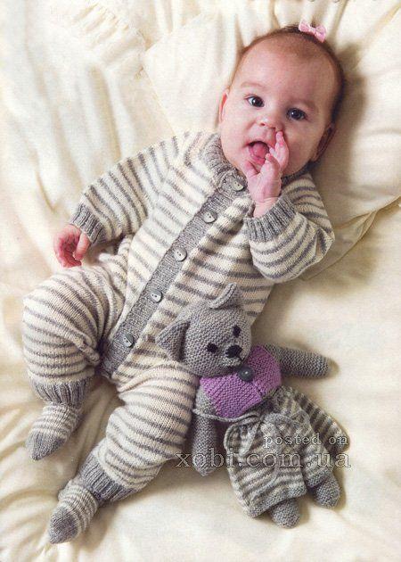 Вязаный спицами комбинезон в полоску и носочки для малыша. Размер на возраст (3)6(9)12 месяцев. Размеры готового изделия: обхват груди - (49)53(57 )61 см. общая длина - (52)58(64)70 см.