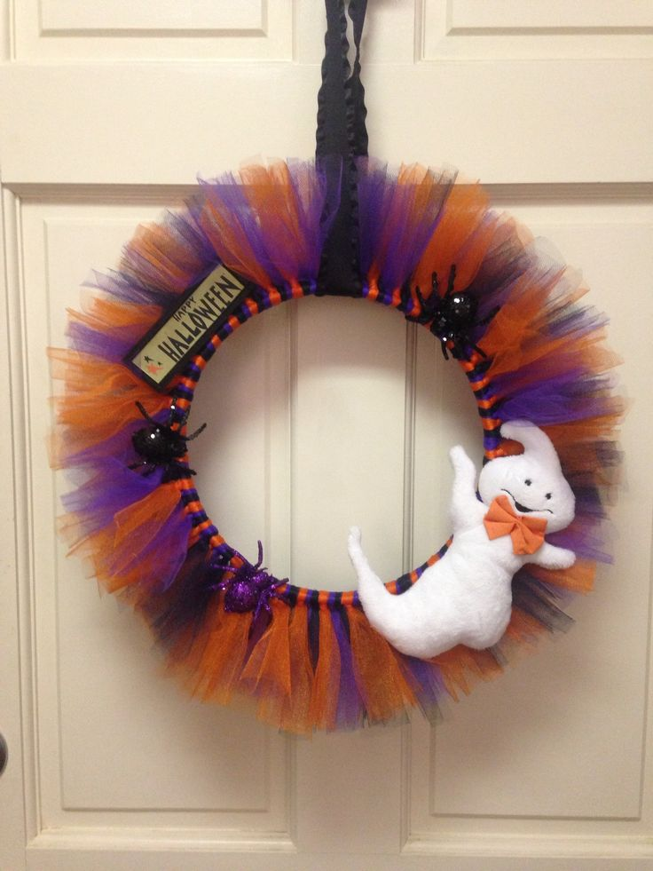 Super cute tulle wreath! You can make one for any holiday :)