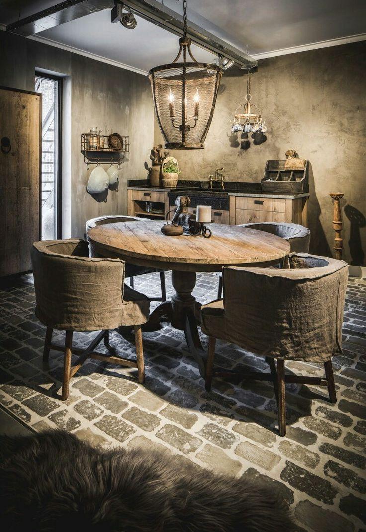 Keuken bij MT-Sfeeridee gecombineerd met een ronde tafel en stoel Dirkje van Aura Peeperkorn!